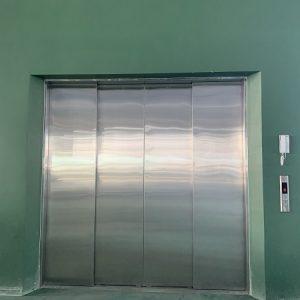 Thang nâng hàng cửa 4CO