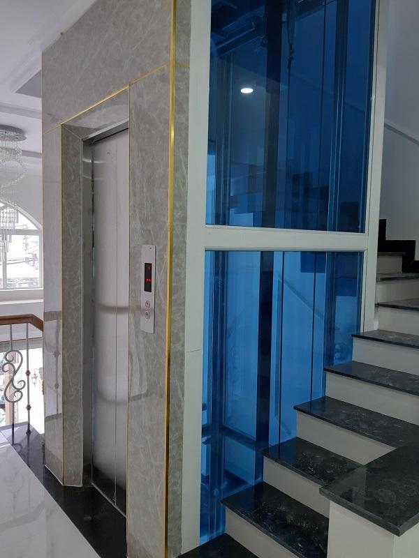 thang máy gia đình vách kính