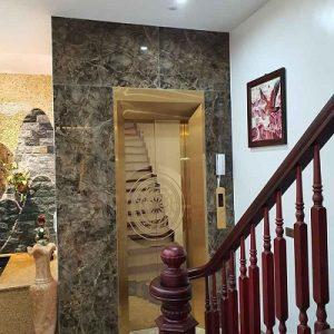 Thang máy đối diện thang bộ